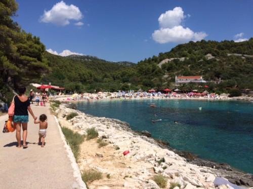 pequena na viagem croacia, viagem dos sonhos praia panorâmica