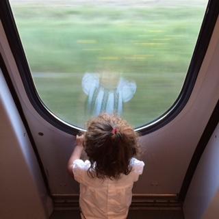 pequena na viagem croacia, viagem dos sonhos trem