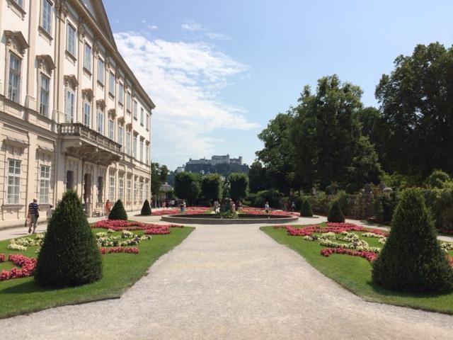 pequena na viagem Salzburg Parque Mirabel