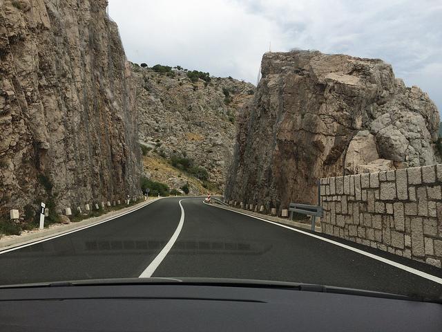 pequena na viagem, croácia, Split, estrada