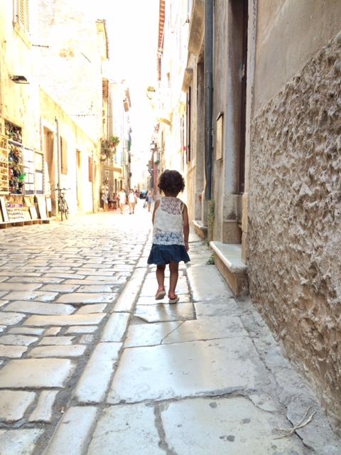 pequena na viagem croacia viagem dos sonhos rovinj cidade olivia