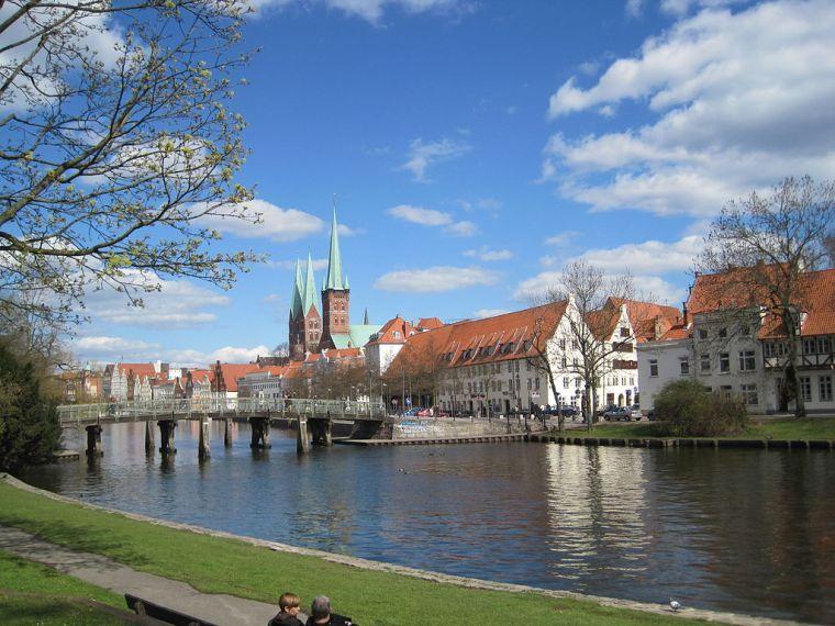 1024px-ViewFromMalerwinkel(Lübeck)09.JPG